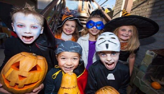 Símbolos y disfraces tradicionales de Halloween en inglés